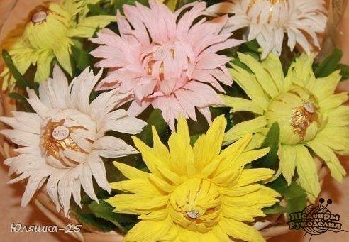 Хризантемы. Цветы из конфет и гофрированной бумаги…. (9 фото) - картинка