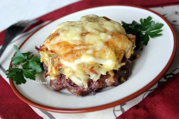 Стожки - блюдо из мясного фарша Ингредиенты: -фарш мясной - 0,5 кг; -яйца крутые - 3 штуки; -лук репчатый - 2 головки;...