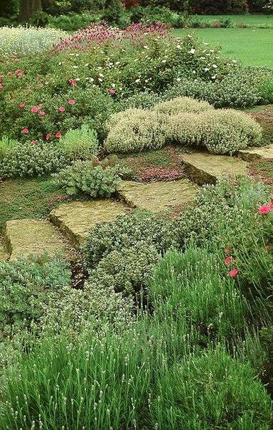 Ступени из кирпича в саду