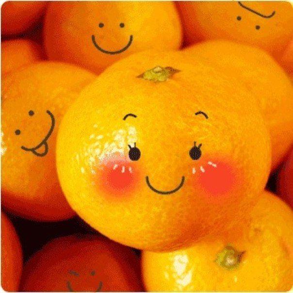 Скоро Новый Год... Желаю, чтобы у всех рядом был тот, кто будет чистить вам мандаринки. И тот, кто будет тырить эти мандаринки у вас обоих...)))