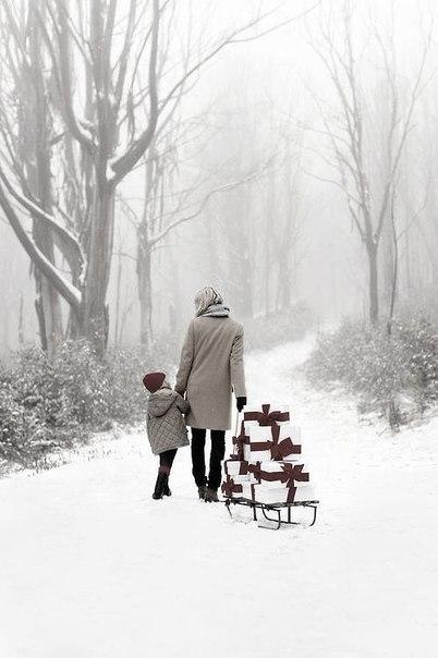 Когда мы становимся старше, список желаний на Новый год становится все меньше и меньше, а то что мы действительно хотим на Новый год - нельзя купить за деньги.