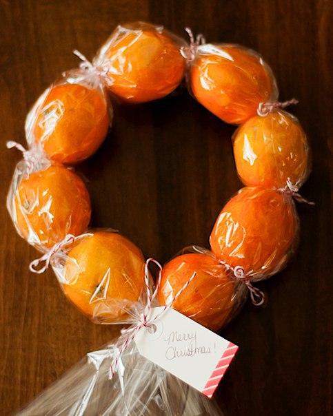 Рождественский венок из мандаринов. Идея подарка.