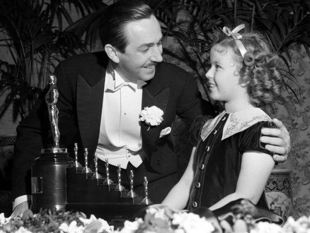За мультфильм «Белоснежка и семь гномов» Уолту Диснею в 1937 году вручили особую...