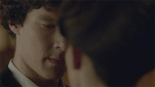 - Вы это серьезно Слушайте, мне вас жалко. Вы что, действительно думаете, что заинтересовали меня Почему Потому что вы великий Шерлок Холмс, умный детектив в забавной шляпе