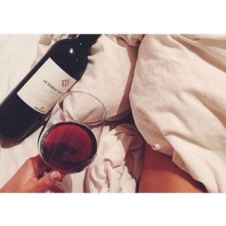 бокал вина фото в руке
