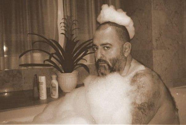 шуфутинский фото в ванной