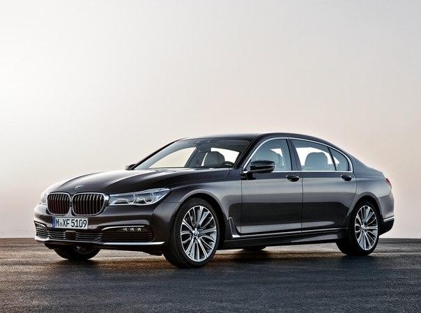 #новинка #FrankfurtMotorShow2015 BMW 7-Series Ликуйте любители премиальных немецких седанов и ненавистники новомодных переднеприводных экспериментов BMW. Баварский автопроизводитель, буквально несколько дней назад порадовавший мир премьерой компактного кроссовера X1 второго поколения, представил на суд всего автомобильного сообщества ещё одну значимую новинку грядущего автосалона во Франкфурте. Флагманский BMW 7-Series новой, уже шестой по счёту, генерации! Наконец! Наконец, нам позволили…