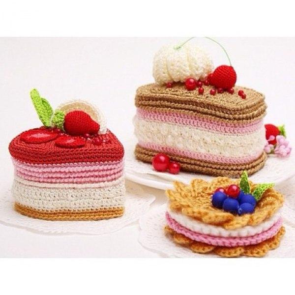 Вязаные пирожные и тортики для детского сада фото