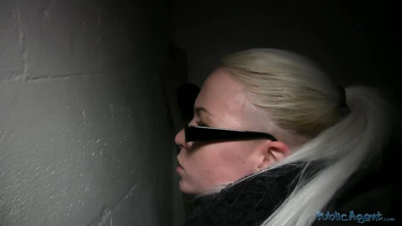 PublicAgent Licky (E253) Легкомысленная блондинка