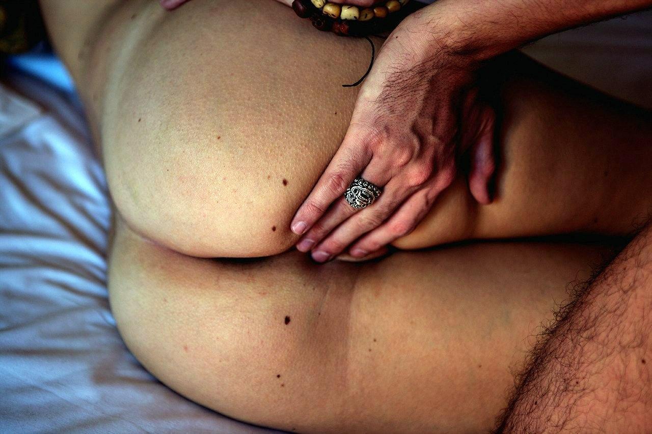 Black female on anabolic porn