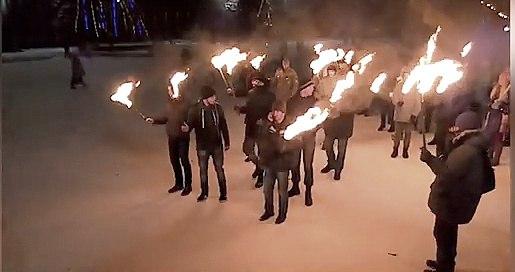 В Славянске факельное шествие