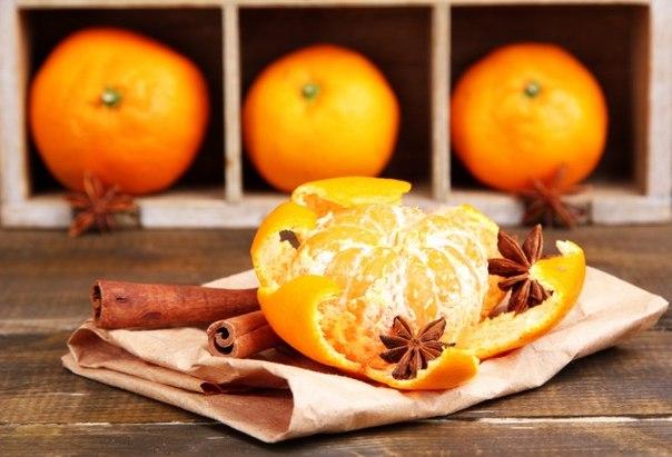 Вторая жизнь апельсиновых корок Апельсины, мандарины, лаймы и лимоны — всё это употребляется в пищу без корок, а они отправляются в мусорку. Не торопитесь, из ароматных корок можно сделать много полезных вещей, начиная от чистящего средства и заканчивая скрабом для тела. Вот 13 способов использовать корки от цитрусовых. 1..:: Чистим с цитрусовыми корками Цитрусовые корки обладают антибактериальными свойствами, что делает их незаменимыми для домашних чистящих средств. Высокое содержание…