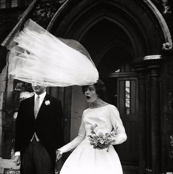 Свадьба в ветреный день. Лондон, Англия, 1965 г.