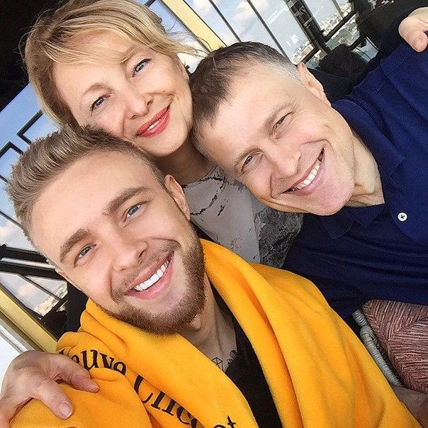 Сына Пугачевой и Галкина стрижет стилист Егора Крида ...