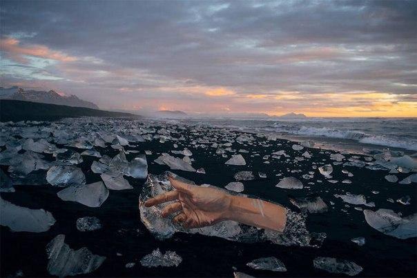 Британский художник Шон Йоро рисует на айсбергах: