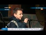 Олексій Полонський читає вірш на Майдані
