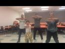 За кулисами Трофейная жена Альберт Цай репетирует танец