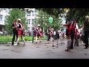 Горячий танец длинноногих выпускниц на последний звонок