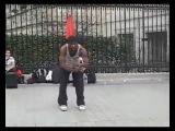 Невероятный танец уличного танцора в Париже (видео_xvid