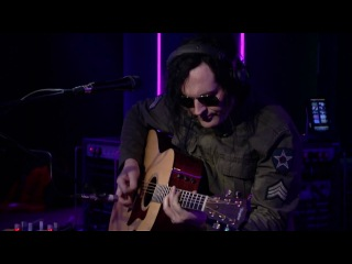The Pretty Reckless - My Songs Know What You Did In The Dark (Light Em Up) (Fall Out Boy cover) (BBC Radio 1's Live Lounge)