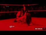 Кейн атакует Дэниала Брайана и Бри Беллу из ринга