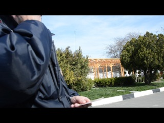 Второе видео как наша полиция пробивает по радио связи граждан.(только почему то после запроса сотрудник полиции берет сотовый телефон и набирает чей то номер и узнает про гражданина через сотовую связь, а не как сказано изначально)