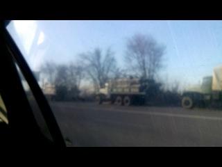 На выезде из Луганска в сторону Донецка стоят военные машины (пгт.Юбилейный)