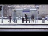 Социальная реклама из Норвегии провела эксперимент, усадив на скамейку замерзающего мальчика