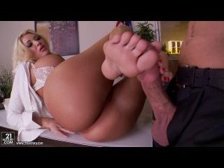 Summer Brielle [FootsieBabes.com / 21Sextury.com] [HD 720 all sex, big tits]