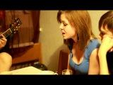 Девушка поет и читает рэп под гитару