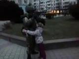Российский солдат и ребенок в Крыму