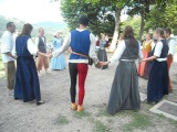 танец медведей. национальный французский танец. danse des ours . dance. medieval . France . alpes . le cheylard. rempart
