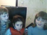 Дівчата розповідають смішні приколи,вірші на страшні жартівливі історії)))