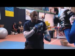 Тренировка Александра Усика. Работа на лапах