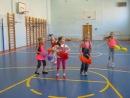 2 Б класс танец с помпонами