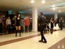 узбек танцует с русской девушкой лезгинку