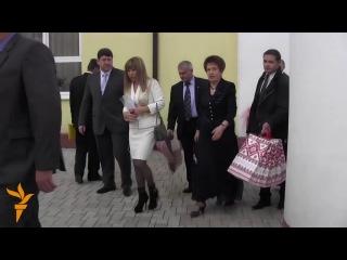 Янукович поздравил Людочку