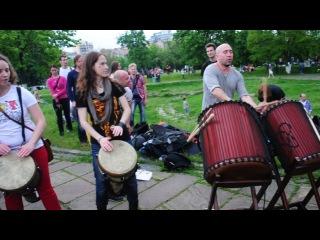 День уличной музыки, барабанный джем на Пейзажной аллее