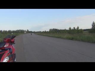 придонок прокатил девушку на Honda CB600 Hornet