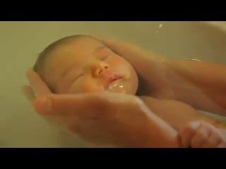 Способ купания младенцев после родов, разработанный французской медсестрой Sonia Rochel на основе ее 24-летнего опыта работы.