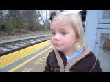 Реакция 3-ех летней девочки на поезд