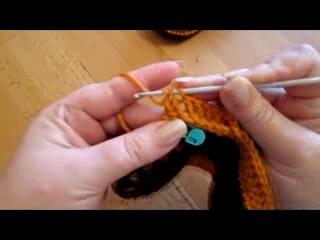 Детские тапочки-сапожки на меховой подошве крючком.