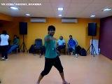 Ашиш танцует на репетиции в Южной Африке