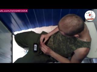 видео солдат дрочит член