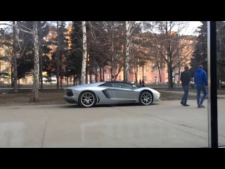 Как люди реагируют на Lamborghini Aventador в Челябинске