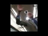 Пьяный мужик начинает петь в поезде и все ему подпевают / Drunk Old Man Starts An Epic Singalong On The Train