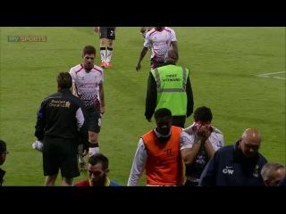 Самый тргогательный момент футбольного сезона 2013/14. Суарес рыдает после того, как Ливерпуль потерял шансы на чемпионство.