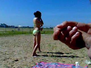 plyazhnaya-mastrubatsiya-video