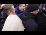 Пацан просто опустил Яценюка и его охрану!
