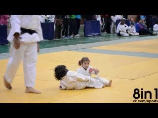 Первый бой дзюдо среди двух маленьких девочек / The first fight Judo two little girls